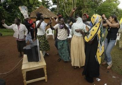 kenya-celebrates-obama.jpg