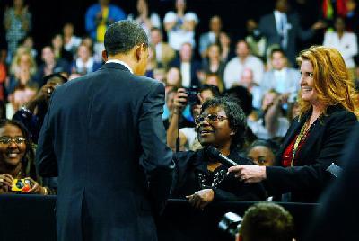homeless-woman-reaches-to-obama.jpg