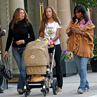 Tina, Solange, her son and Kelly