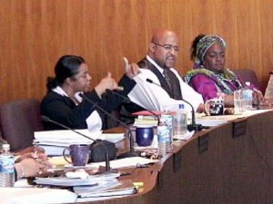 Monica Conyers in a tiff with Kenny Cockrel during a meeting.
