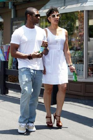 Usher and the mystery woman
