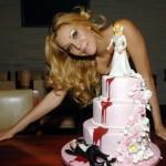 divorce-cakes-bride-pushes-groom-down-blood