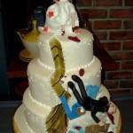 divorce-cakes-groom-kicked-down