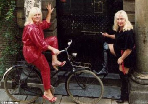 Louise and Martine Fokkens in the beginning of their life on the streets.