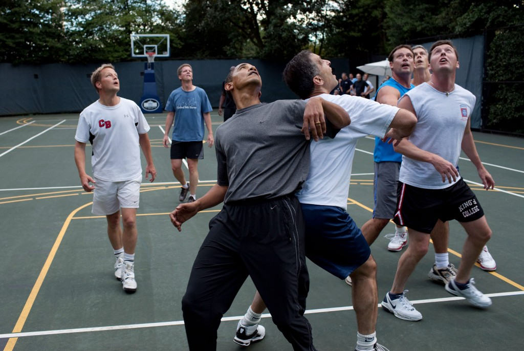 President Barack Obama plays B-ball with member of Congress and Cabinet Secretaries