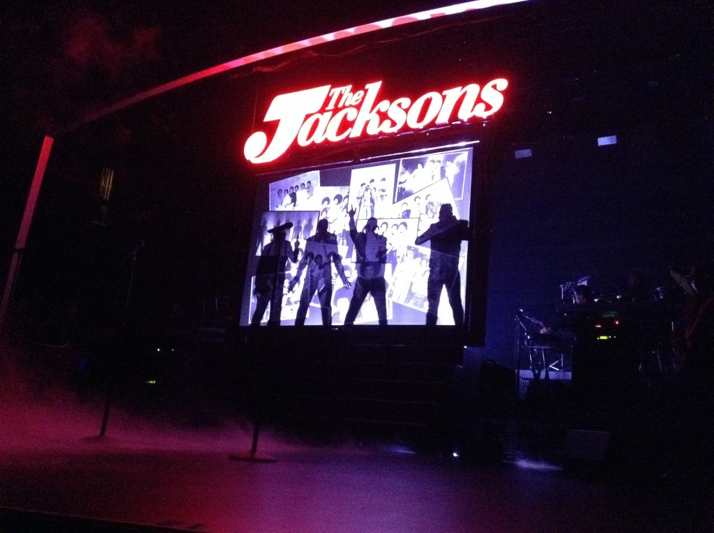 Pictures of The Jacksons at Mar 8 Las Vegas show 001