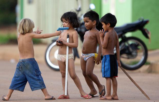 kids-with-guns_1524295i