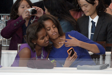 (L-R) Malia and Sasha Obama