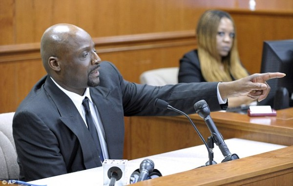 Floyd Dent in court points out those who beat him.