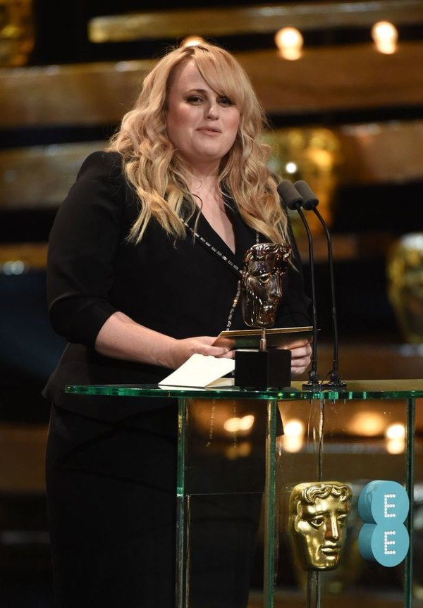Rebel Wilson spots Idris Elba in the audience.