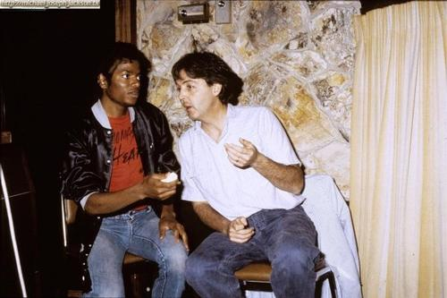 "Michael Jackson ""being schooled"" by Paul McCartney in this Mama didn't raise no fool photo!"