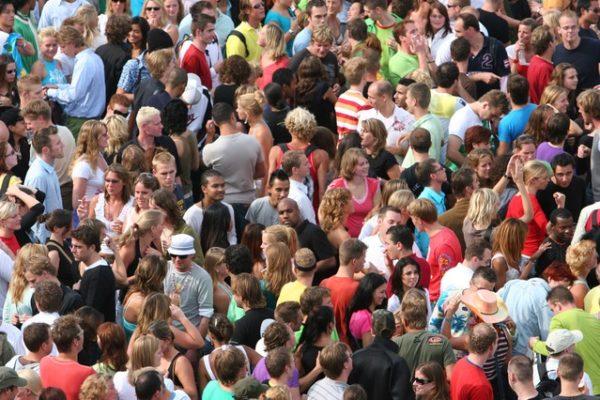crowd_med