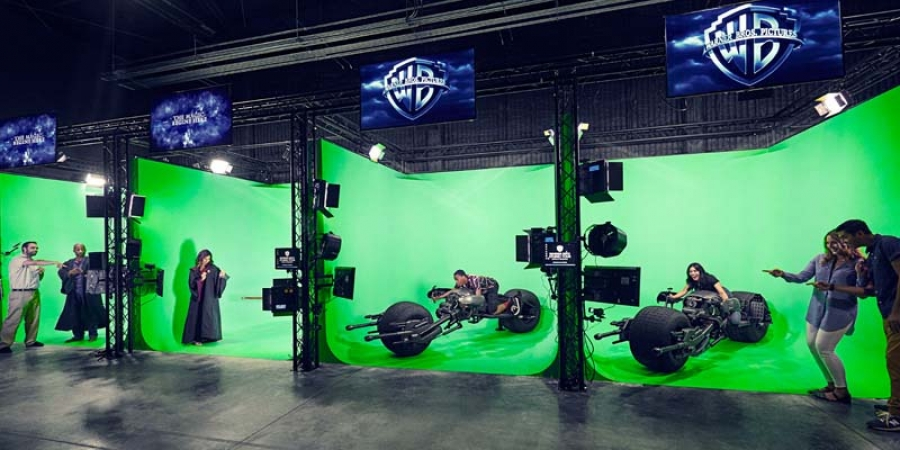 Via green screen technology, you can drive a Batpod or ride on Harry Potter's Broom during the impressive Warner Bros Studio Tour in Hollywood.