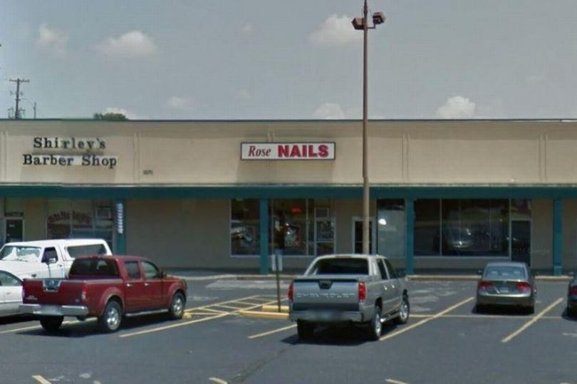 A-nail-salon-has-been-slammed-for-sign (1)