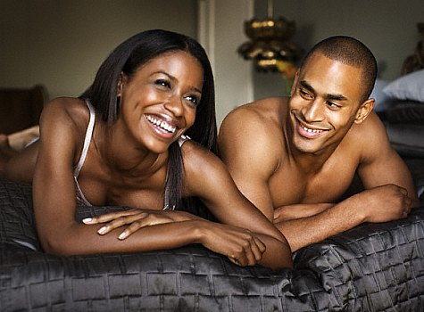 aa-couple-naked-in-bed